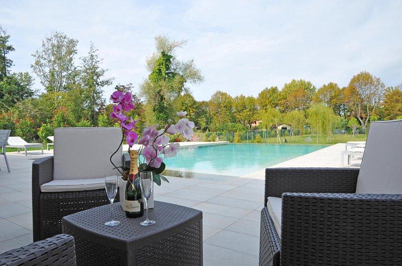 VILLA ATENA Luxury Villa with Pool WiFi, Jacuzzi, BBQ, near to Beach Clubs, vacation rental in Marina di Pietrasanta