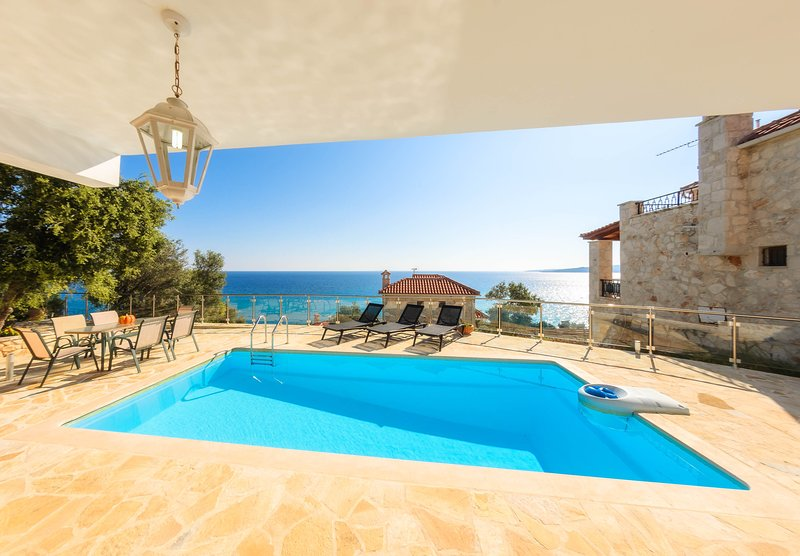 Exclusive - Two Storey 3 Bedroom Maisonette in Xygia, vacation rental in Volimes