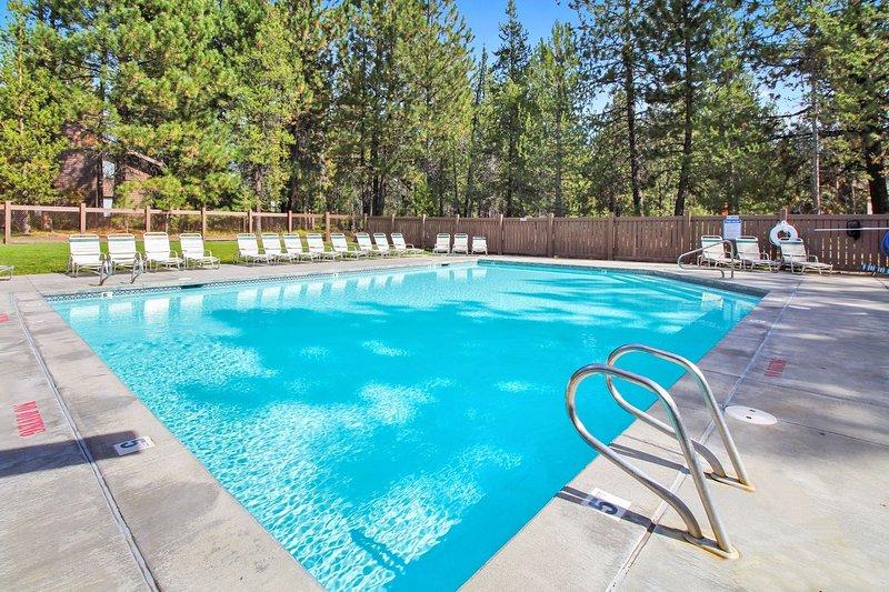 Pool,Water,Resort,Swimming Pool,Spa