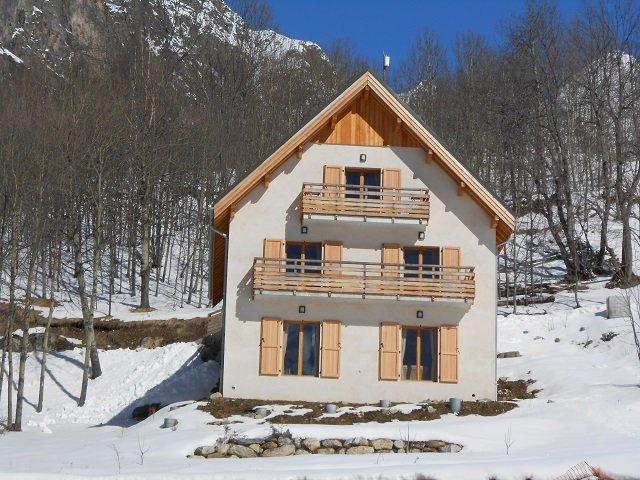 Charme près des 2 Alpes dans chalet, appt 4/6 Pers, holiday rental in Saint-Christophe-en-Oisans