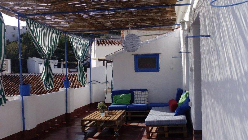 Se alquila casa en El Centro del pueblo, holiday rental in Benamocarra