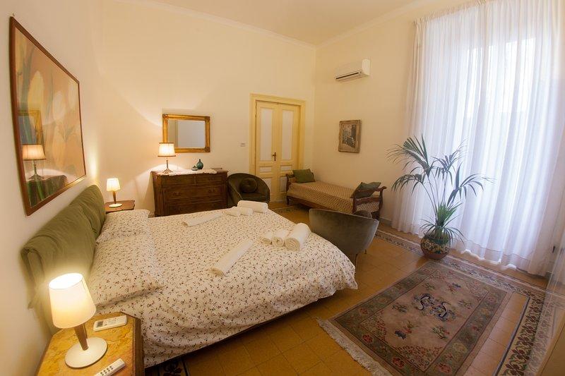La camera da letto de luxe, letto king size 220/260 cm (Flou)