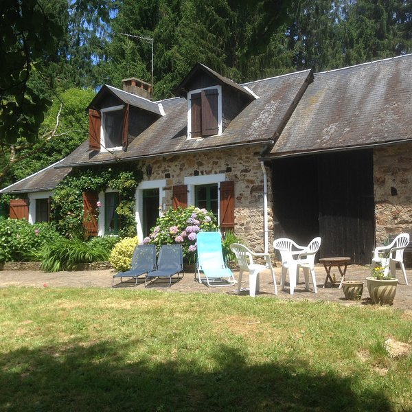 Le Cheyron, holiday rental in Condat-sur-Ganaveix