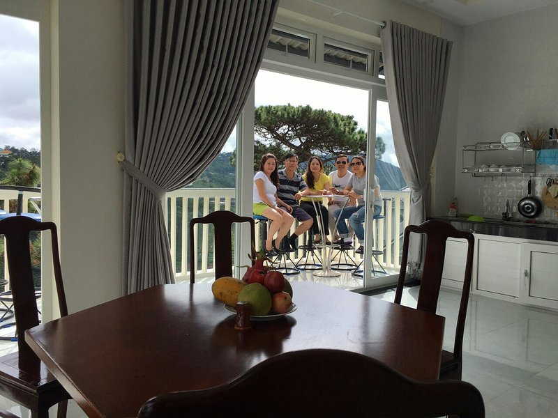 Tranquil holiday home with valley view, vacation rental in Da Lat