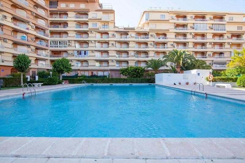 PLAYA, PISCINA, WI-FI, SMART TV, AIRE ACONDICIONADO F/C y CALEFACCION, vacation rental in Playa de Gandia