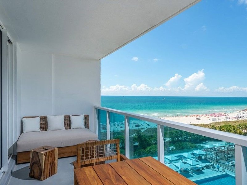 ' Furnished balcony admire the fantastic South Beach View ! '
