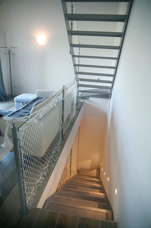Los detalles de las escaleras para subir y bajar