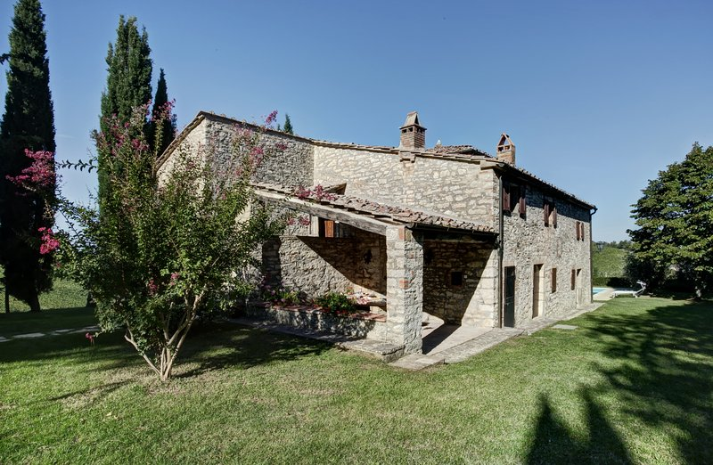 Private secluded retreat in the Chianti hills between Siena and Florence, aluguéis de temporada em Gaiole in Chianti
