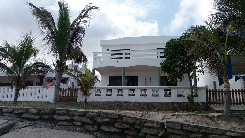 SAND AND SEA, OCEAN FRONT, AL PIE DEL MAR, casa vacanza a Provincia di Guayas