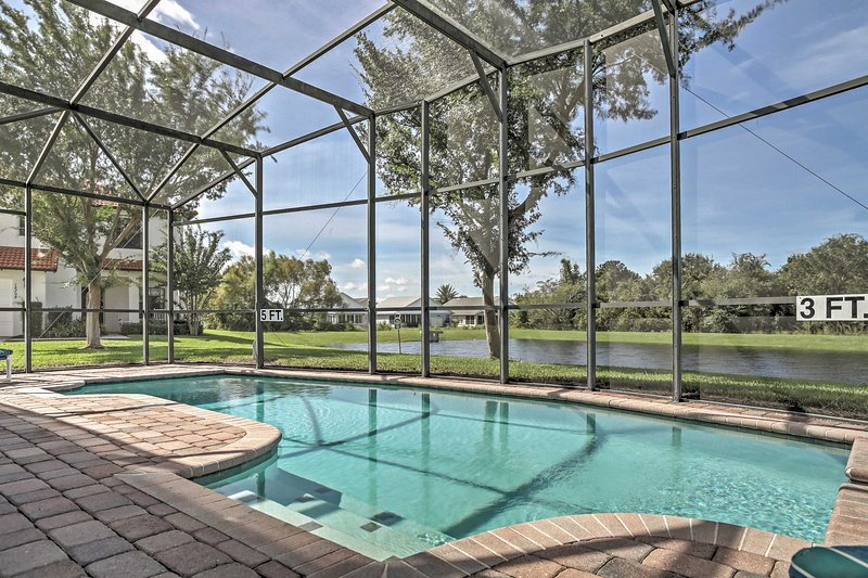 Featuring a private enclosed pool and spa, this Florida villa promises a revitalizing retreat!