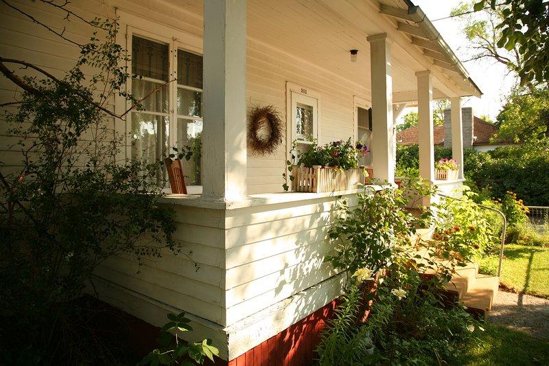 Elliott Guest House-bungalow near Culture and Art; Downtown Livingston, location de vacances à Livingston