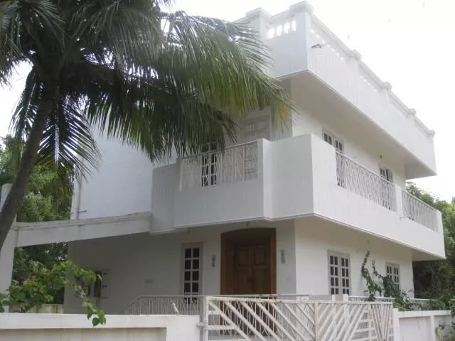 A QUIET SALUBRIOUS DUPLEX WITH GARDEN, Ferienwohnung in Pondicherry