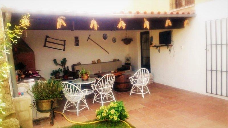 Big house with garden, casa vacanza a Ricobayo