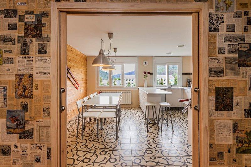 Comedor-cocina desde el recibidor.Puerta corredera.