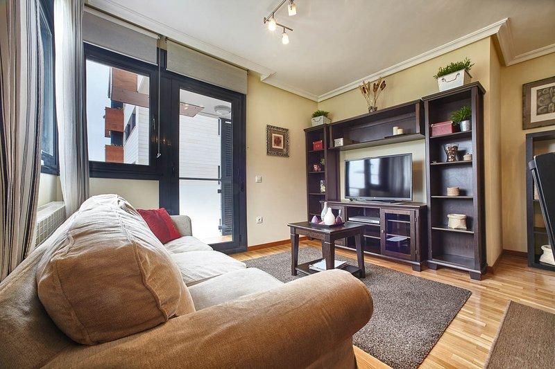 chambre complète et équipée avec coin repas, TV, DVD.