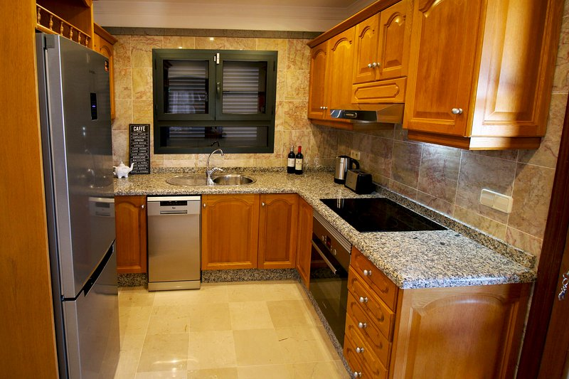 Fully equipped kitchen with top-of-the-range appliances