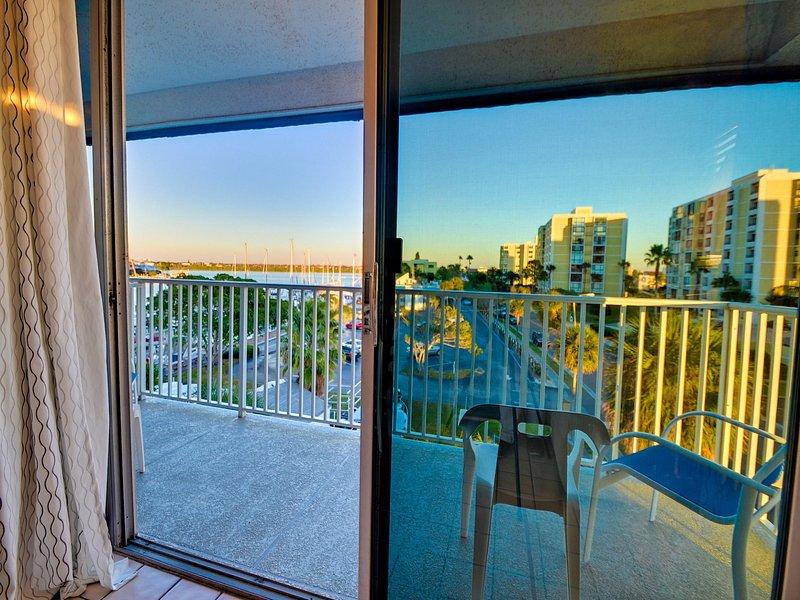acceso al balcón de la sala de estar.