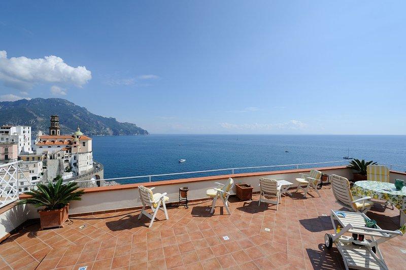 ATRANI 'Casa Rossa' AMALFI COAST with sea view, casa vacanza a Atrani