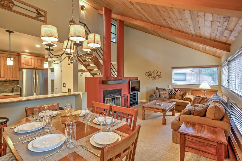 Situated in the Pitkin Creek Park condo complex with a pool, a hot tub, and other great amenities, this vacation rental condo promises a revitalizing retreat!