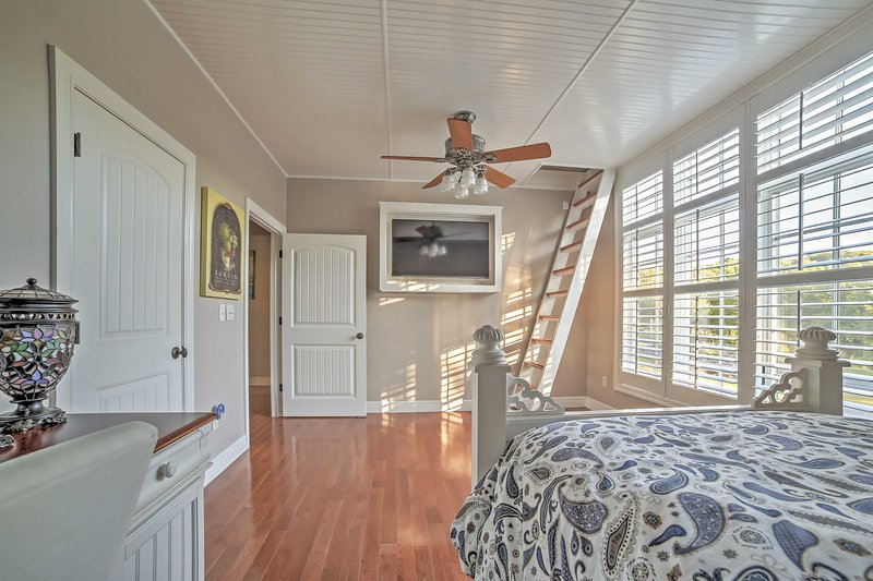 This room has a delightful loft attached, making it perfect for the kids in your travel party!