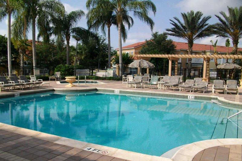 Tout équipé Club House avec piscine, bain à remous, et Tiki Bar