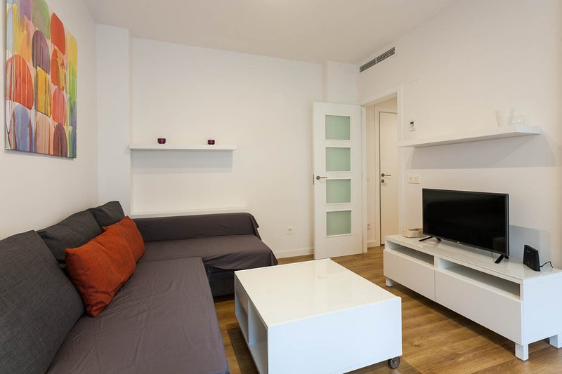 New luxury apartment in the center of town., vacation rental in Barx