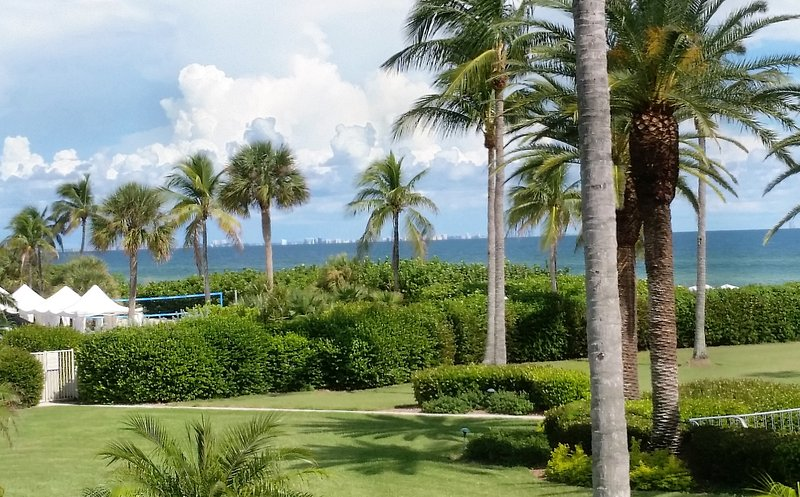 LUXURY GULF VIEW CONDO DIRECTLY ON BEACH; 930 SQ.FT.;LAST MINUTE;280 FIVE STARS, vacation rental in Sanibel Island