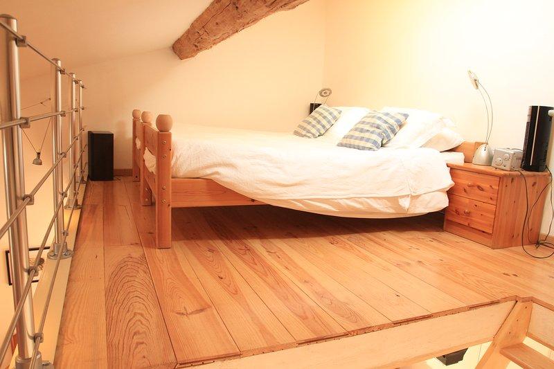 Super cama King Size (ou pode ser constituído pelos dois singles)