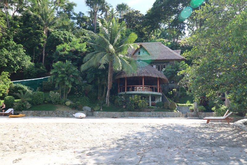 Ansicht der Villa von Strand