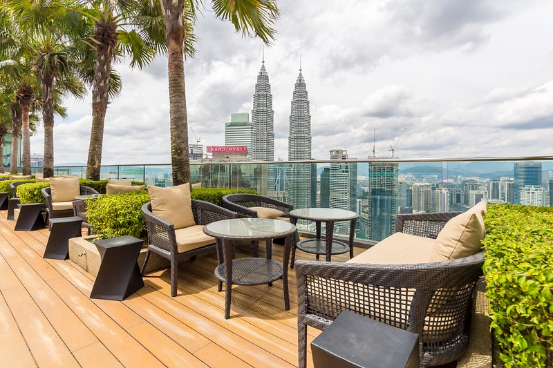 Cozy 2BR for 4-8 pax 3 minutes walk to Pavilion & KLCC, vakantiewoning in Kuala Lumpur