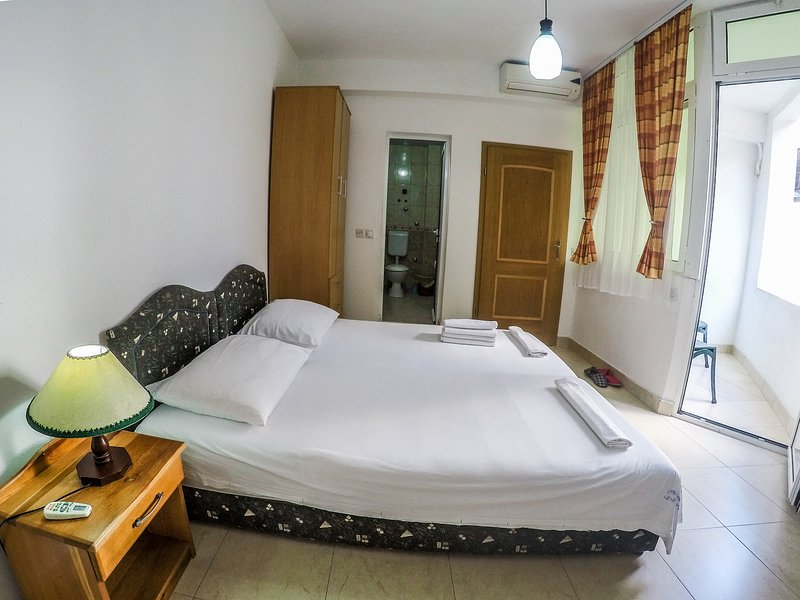 #1 Zeko-Apartments 'Double room with Balcony', holiday rental in Donji Stoj