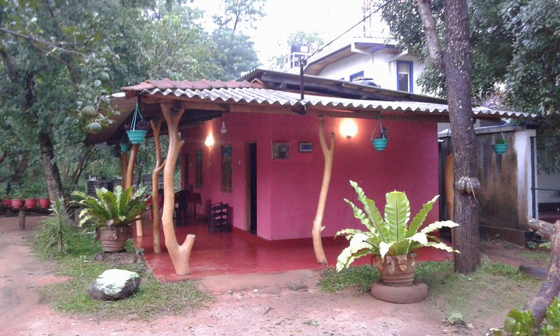 Nethmini Homestay, vacation rental in Inamaluwa