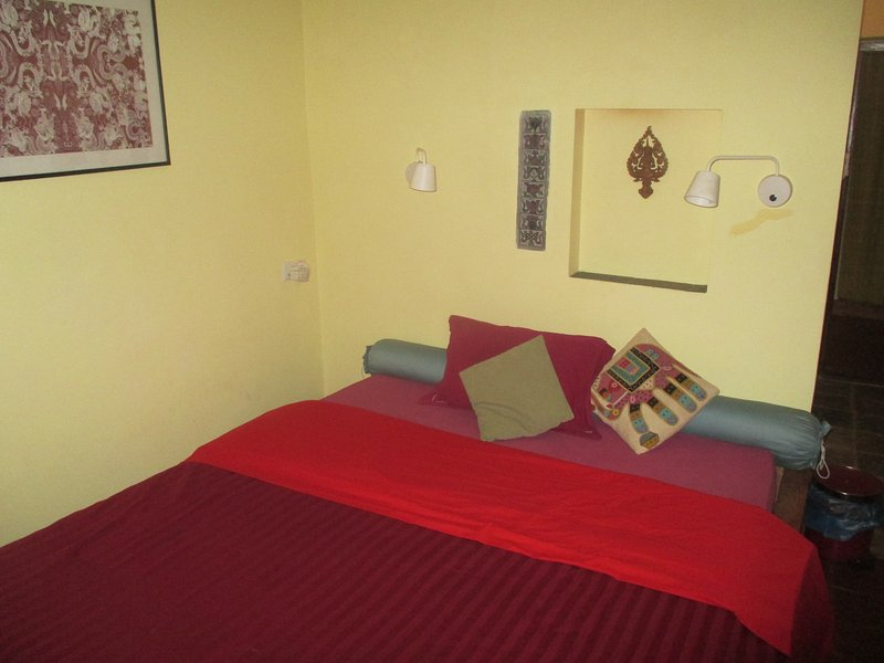 Big Deluxe Room with attached bathroom no kitchenette ground floor, holiday rental in Dakshinkali