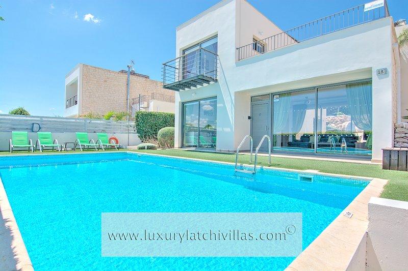 Villa Santorini      , location de vacances à Neo Chorion