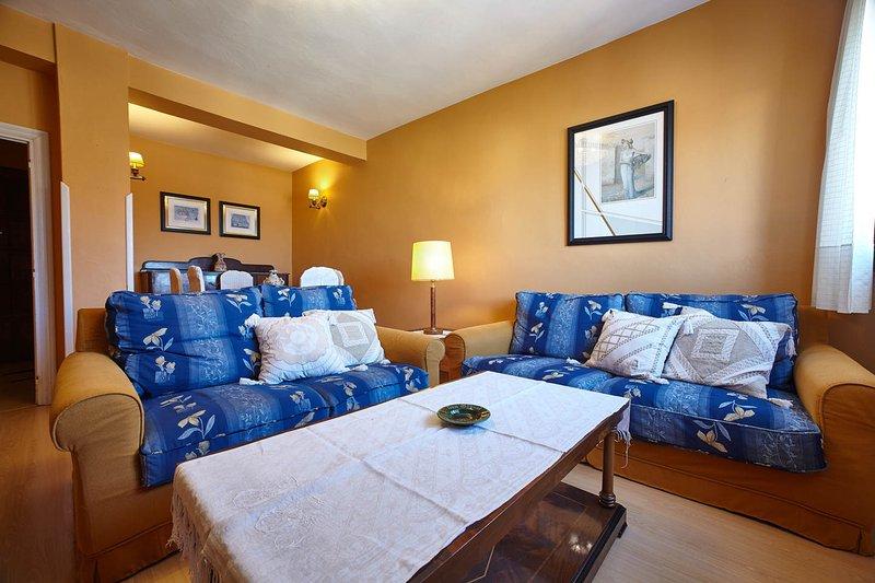 Apartamento en Llanes en primera línea de playa, holiday rental in Puertas De Vidiago