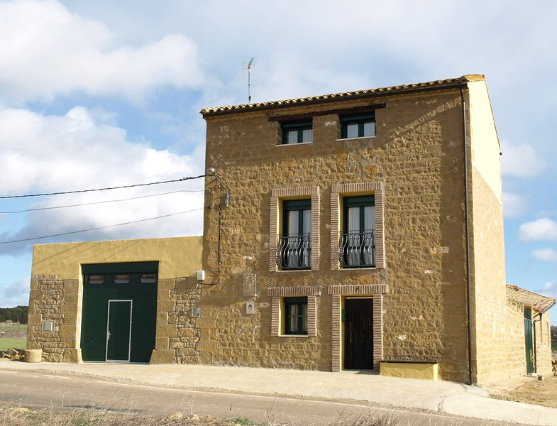 Casa Rural Miguel Farasdúes, holiday rental in Province of Zaragoza
