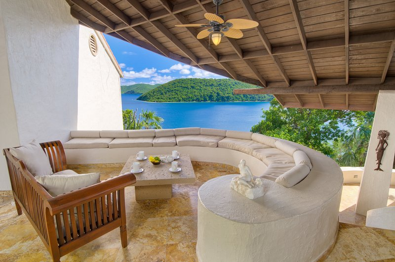 Ocean Front Mediterranean Villa with Private Dock, location de vacances à Tortola