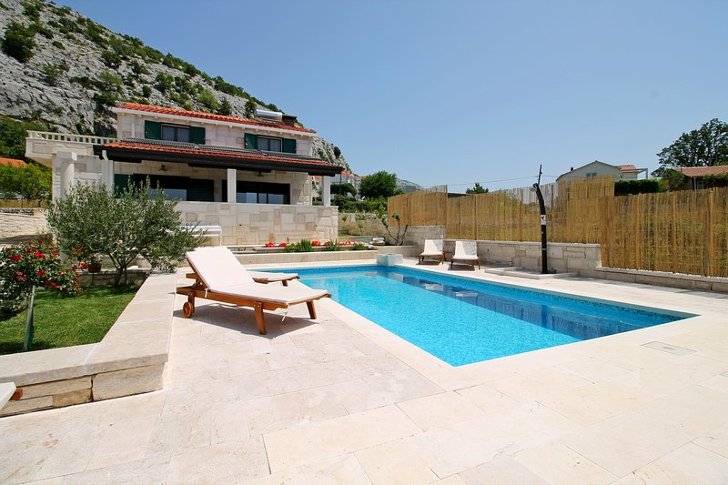 STONE BEAUTY - VILLA RUNJE with heated private pool 36 m 2 and Jacuzzi