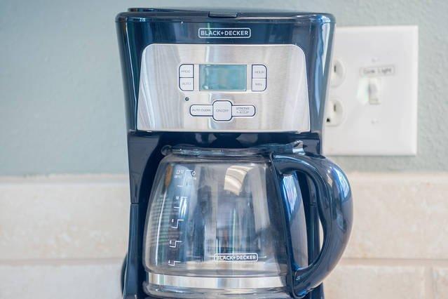 cafetera y molino de grano incluyen (además de filtros, azúcar / crema)!