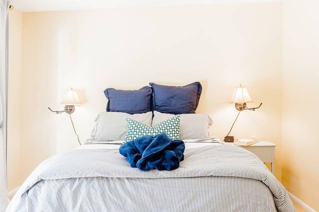 cama de espuma de memoria de la reina y cómoda bata