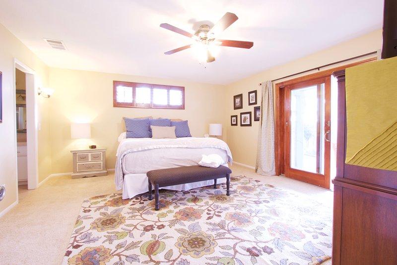 dormitorio principal con Temperpedic colchón California King
