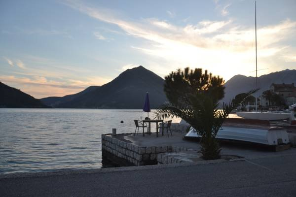 Seafront Stone House in Perast, vacation rental in Radovici