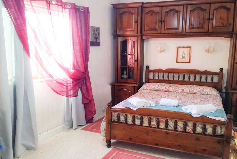 D'Ambrogio - Double Room w/Balcony - Close to Mdina, holiday rental in Dingli