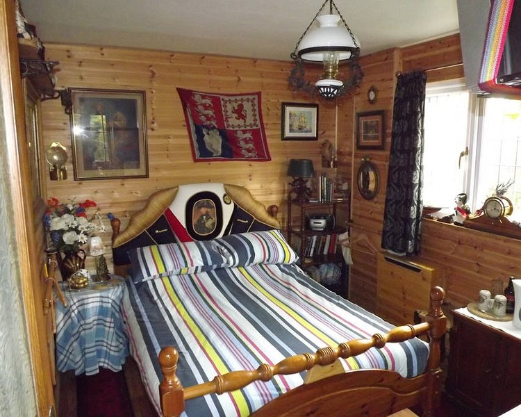 Nelson's Cabin Self Contained B&B, holiday rental in South Creake