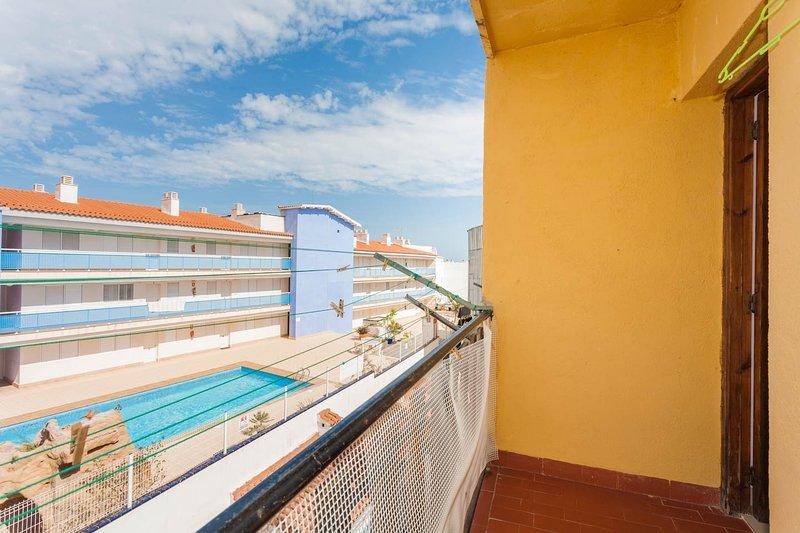 El balcón atrás, por desgracia la piscina no es nuestra