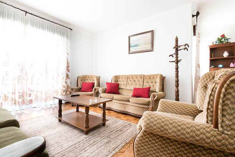 Vivenda com 4 quartos, grande jardim, na Nazaré, vacation rental in Nazare