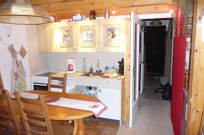 parte de la zona de la cocina y el pasillo de la noche gusano