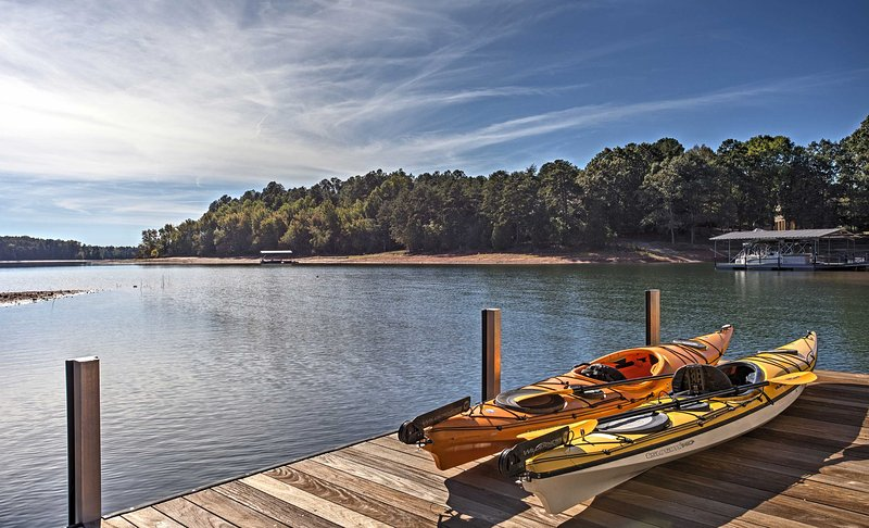 Situated right on the shores of stunning Lake Hartwell, this beautiful home promises a revitalizing retreat!