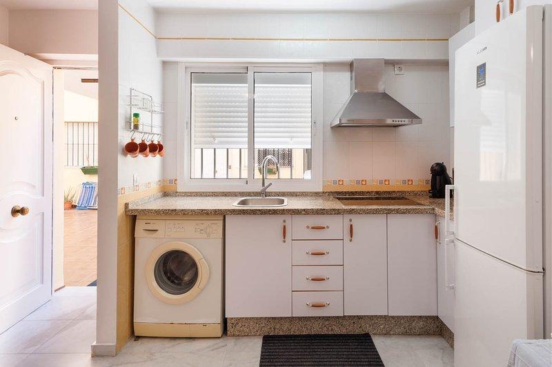 cozinha equipada com electrodomésticos
