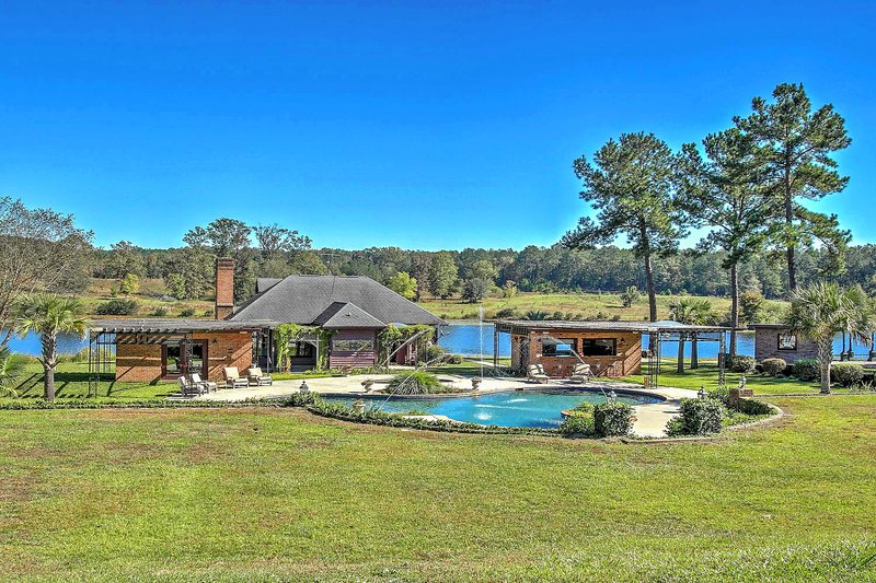 'Cottage by the Pond' on Gorgeous Expansive Estate, alquiler vacacional en Camden